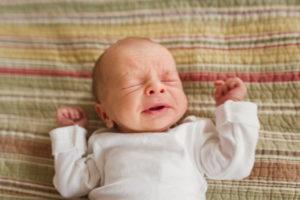 Новорожденный ребенок часто чихает норма или патология?