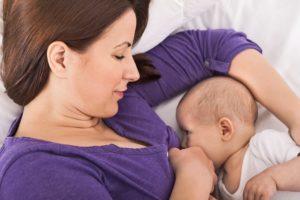 Чем можно и нельзя лечить горло кормящей маме?