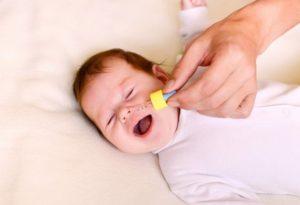 Слизь в носу у грудничка: причины и способы лечения