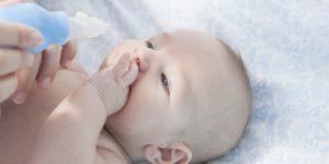 Советы родителям: что делать, если у новорожденного сопли