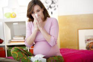 Беременным на заметку: как лечить насморк